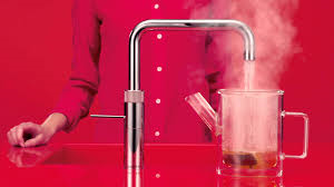 <p>&nbsp;</p>  <p>&nbsp;</p>  <p><u><strong>Der Quooker Combi&nbsp;</strong></u>&nbsp;&nbsp;&nbsp;&nbsp;</p>  <p>Kaltes, warmes und kochendes Wasser aus einem einzigen Wasserhan.&nbsp;&nbsp;&nbsp;Gerne beraten wir Sie in unserem Ausstellungsraum.</p>  <p>&nbsp;</p>